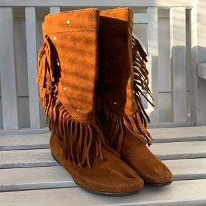 Minnetonka studded fringe boots 7.5
